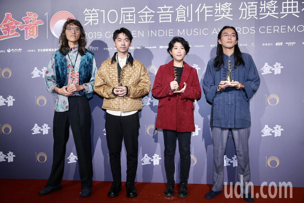 第十屆金音創作獎頒獎典禮在國父紀念館舉行,最佳新人(團)獎由百合花獲獎。記者林伯