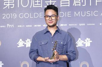 第十屆金音創作獎頒獎典禮在國父紀念館舉行,最佳樂手獎由張仲麟《春拾》獲獎。記者林...