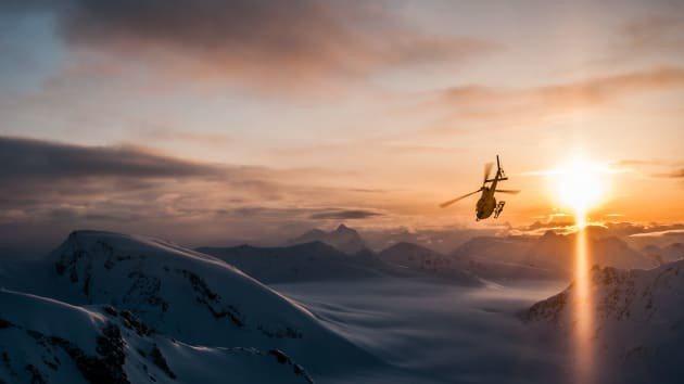 加拿大直升機登頂滑雪。(網路照片/Last Frontier Heliskiin...