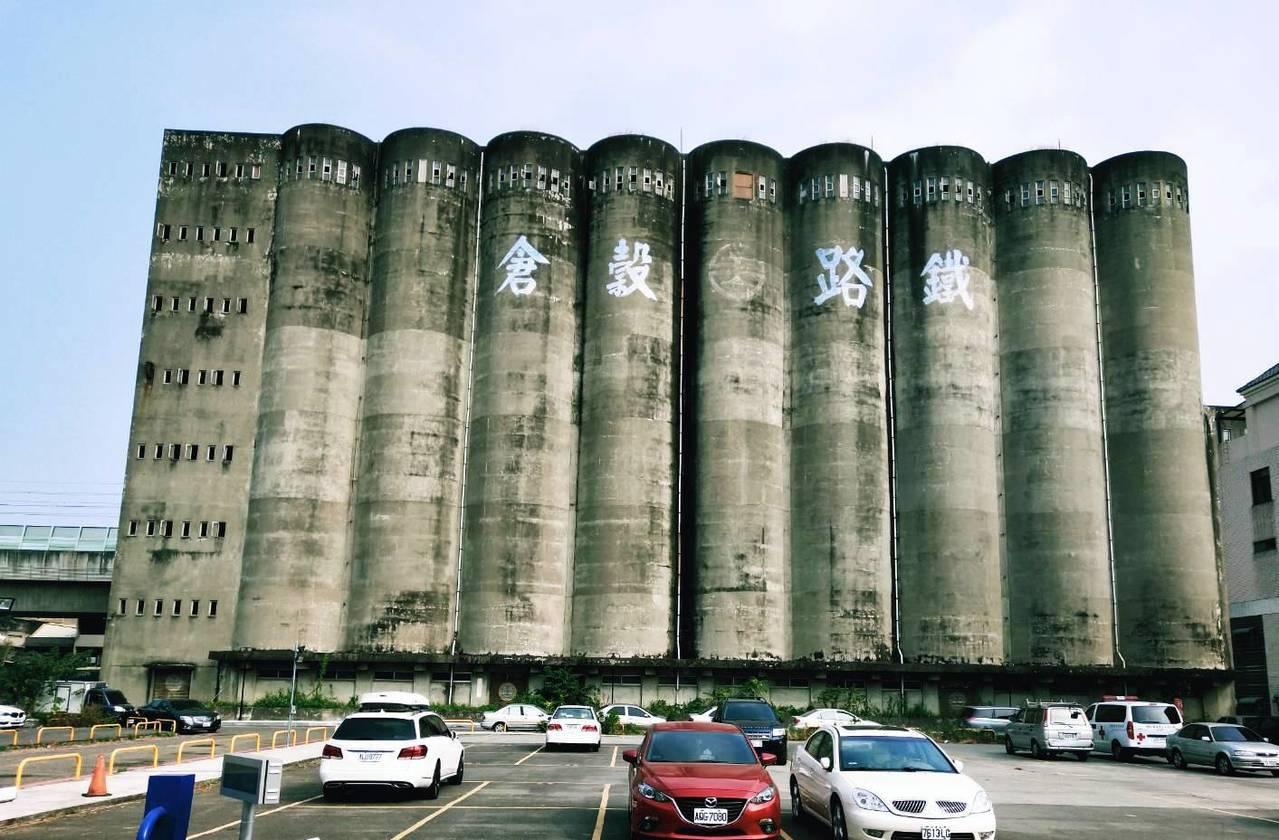 員林市台鐵穀倉是全台保存完好的碩果僅存穀倉,已列彰化縣歷史建築。記者何烱榮/攝影