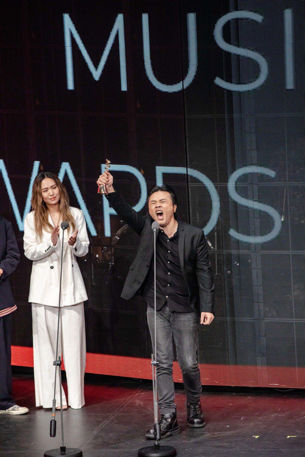 廖世賢獲得最佳創作歌手獎自虧老,台上嗆聲「我也會繼續創作,我也不會輸的!」。圖/...