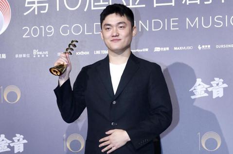 第十屆金音創作獎頒獎典禮在國父紀念館舉行,最佳民謠單曲獎由劉庭佐《風箏/白雲》獲獎。