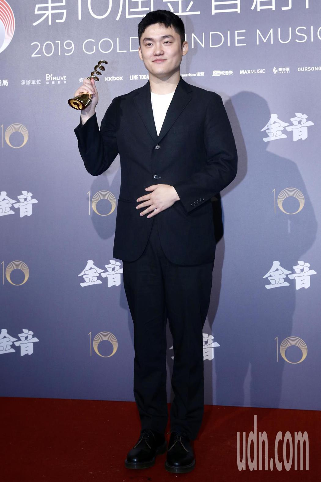 第十屆金音創作獎頒獎典禮在國父紀念館舉行,最佳民謠單曲獎由劉庭佐《風箏/白雲》獲