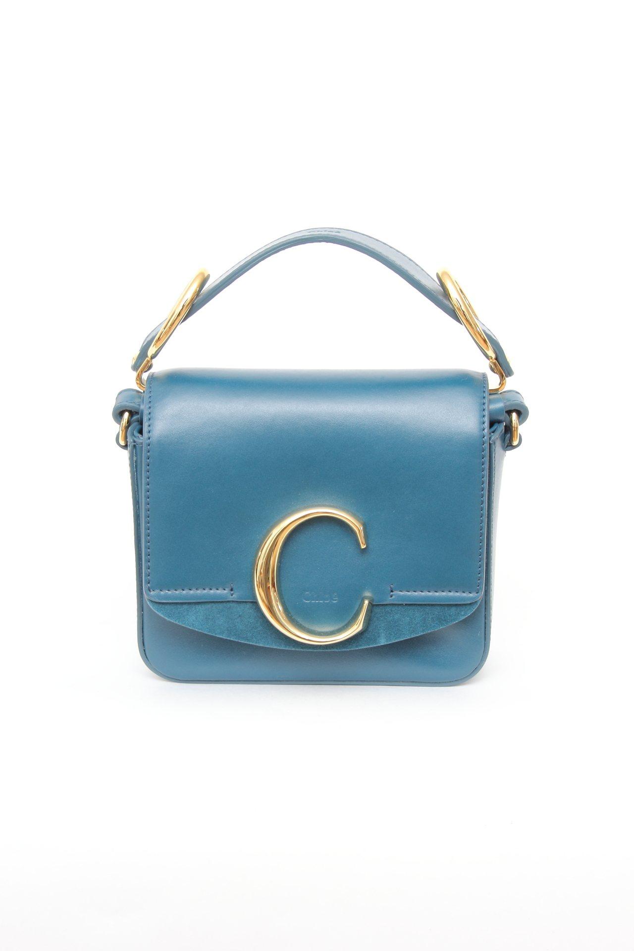 Chloé C墨水藍迷你小方包,售價44,400元。圖/Chloé提供