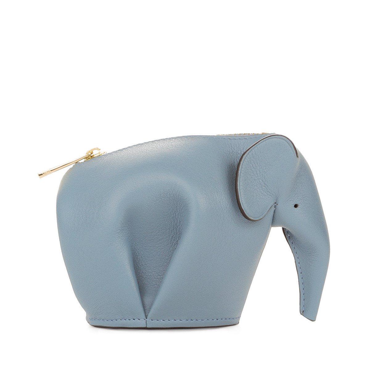 LOEWE大象造型藍色小牛皮零錢包,售價15,000元。圖/LOEWE提供