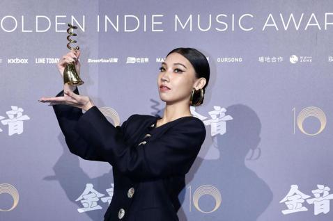 第十屆金音創作獎頒獎典禮在國父紀念館舉行,最佳節奏藍調單曲獎由Karencici《長期有效》獲獎。