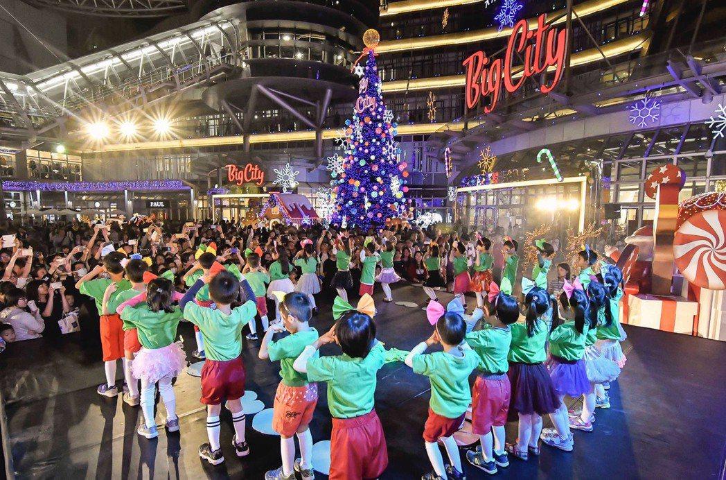 耶誕亮燈後,新竹市幼兒園小朋友們帶來活力十足的帶動跳表演。業者/提供