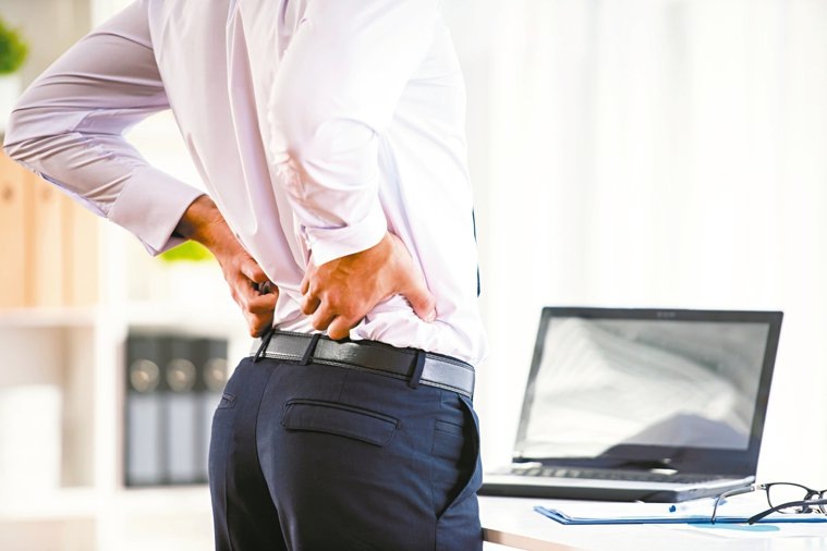 腰痠肩痛患者增加,檢查及手術件數也逐年攀升。 圖╱123RF