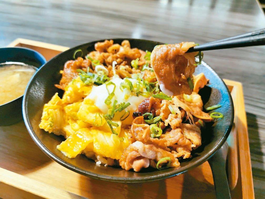 六合極品海鮮鍋物專門店推出烤肉丼飯,單單牛肉的重量就有7盎司,讓肉食控大口滿足。...