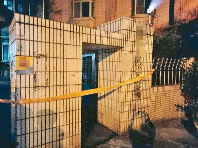 台中市警方到場逮捕涉案的帕姓男移工,並且在案發的工廠外拉起封鎖線。 記者趙容萱/翻攝