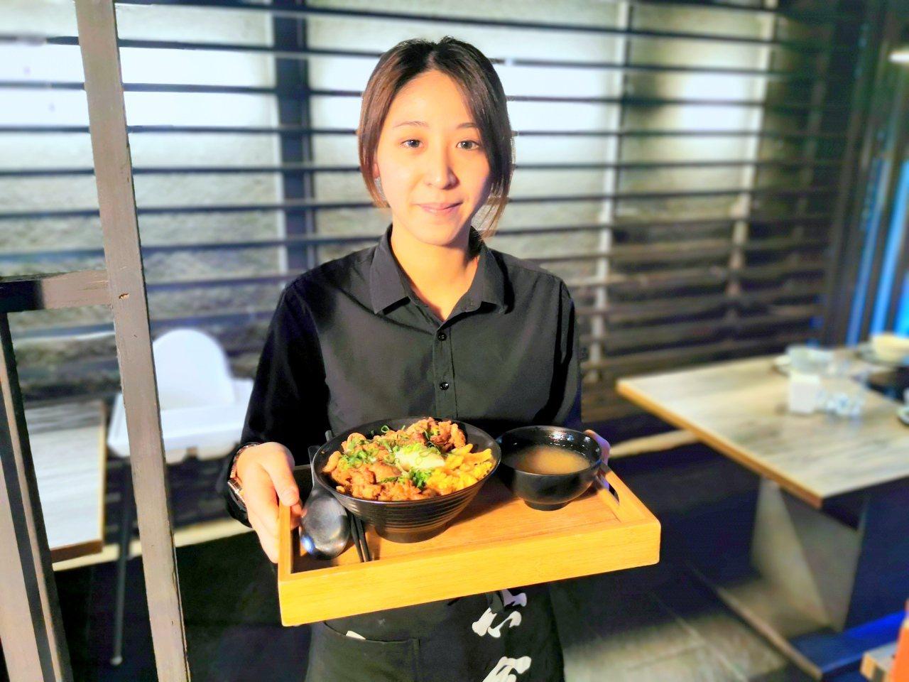金門知名的頂級海鮮火鍋店,最近中午也開賣起燒肉丼飯,一份只要130元,大受外食族...