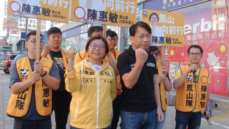 時代力量主席徐永明(右二)昨陪時力高市立委參選人拜票,表示不排除在屏南也推出參選人。 記者楊濡嘉/攝影