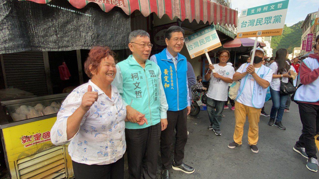 宜蘭立委選戰升溫,無黨籍的黃定和(左3)昨天由台北市長柯文哲(左2)陪同掃街拜票...