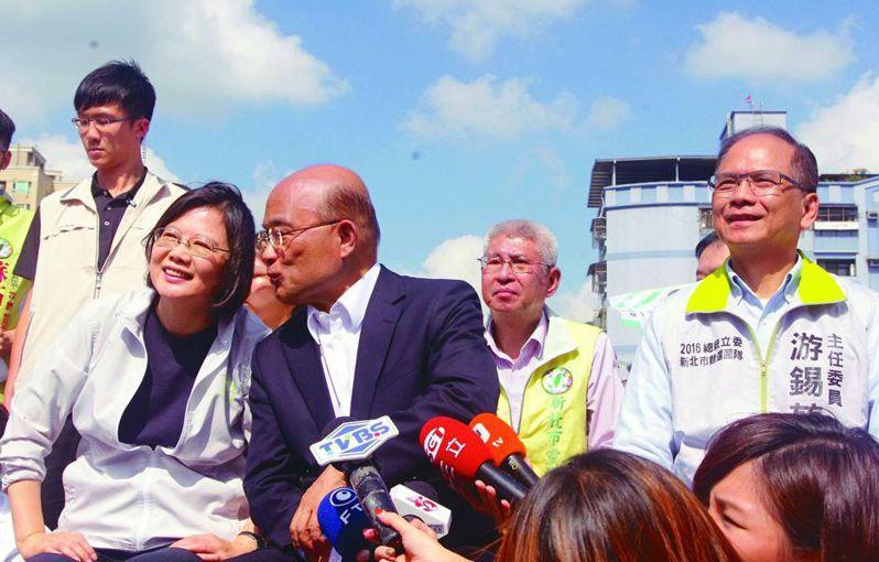 蔡總統(左一)表示,蘇貞昌(左二)與游錫堃(右一)都是很資深的前輩。 圖/聯合報系資料照片