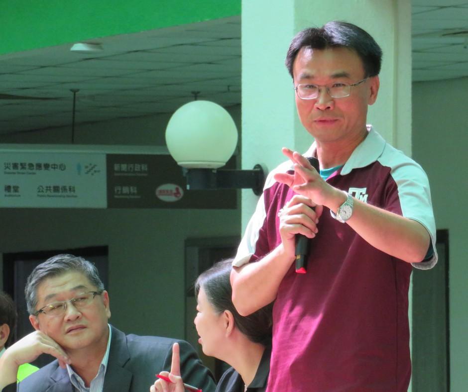 農委會主委陳吉仲昨到嘉義,宣導農業政策並與全國青農代表座談。 記者魯永明/攝影