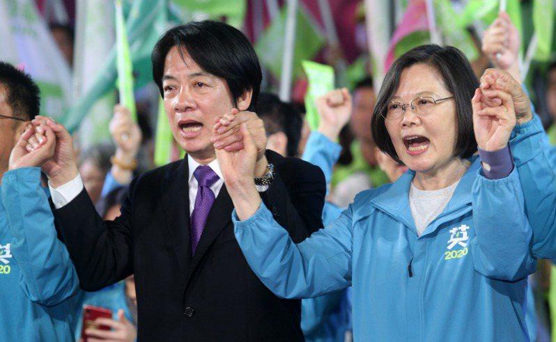 台灣將本著蔡總統(右)在國際記者會所提出「和平、對等、民主與對話」等四大原則,尋求與中國良性交流,甚至重啟兩岸對話。記者劉學聖/攝影 劉學聖