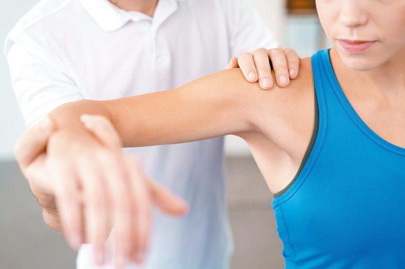 痠痛常是累積傷害所引起 這歲數是腰痠肩痛高峰族群