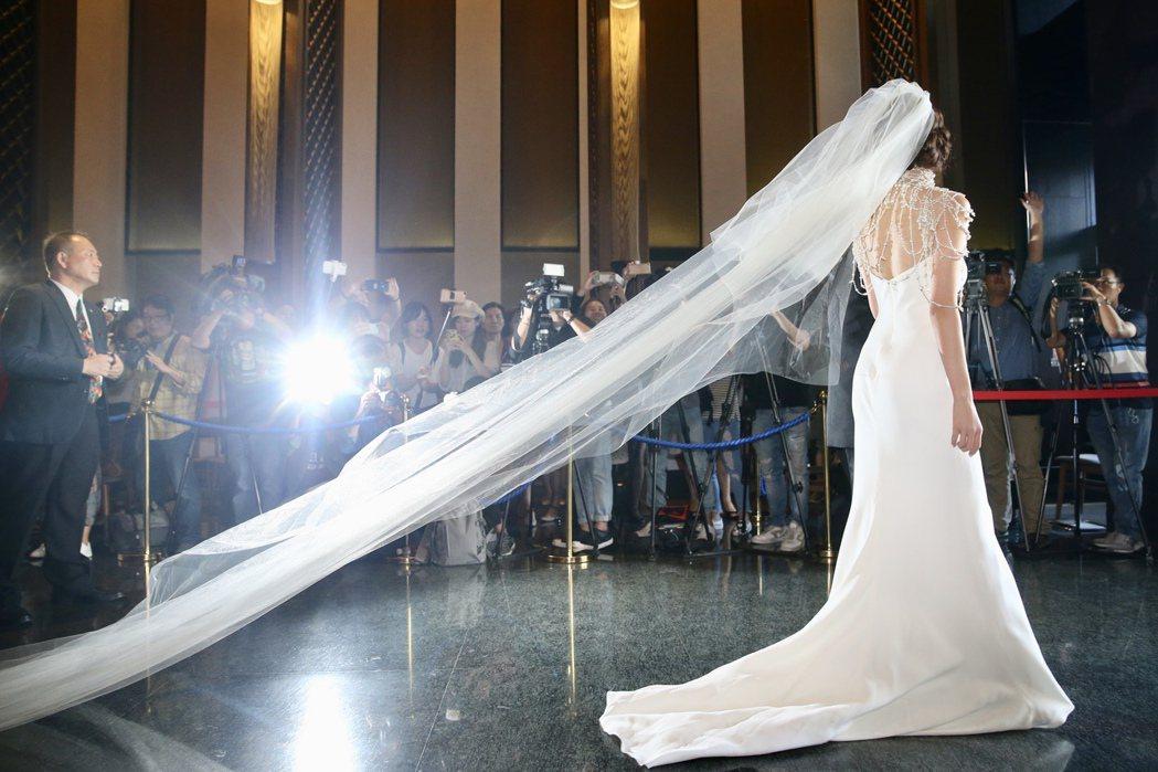 台灣第一名模林志玲今天選在爸爸的故鄉台南,與放浪兄弟成員AKIRA完成世紀婚禮,...