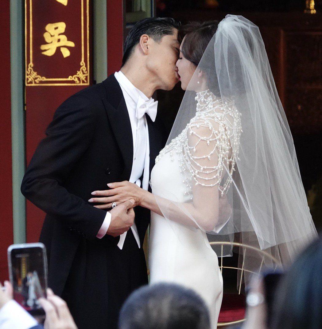林志玲選在爸爸的故鄉台南,與放浪兄弟成員AKIRA完成世紀婚禮,林志玲和AKIR...