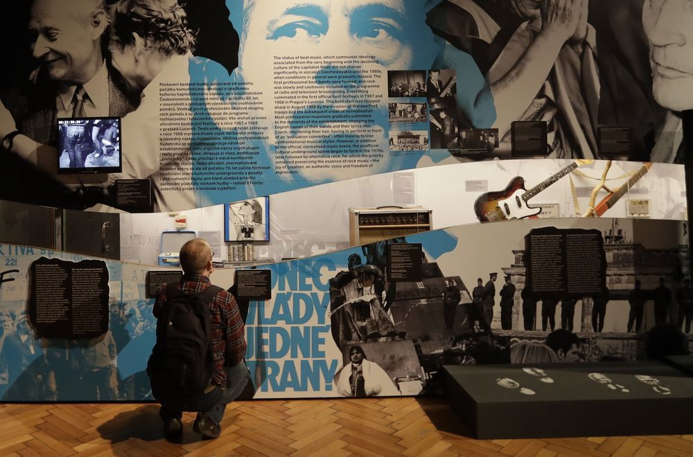 捷克首都布拉格的國家科技博物館舉辦「獨裁科技展」展出冷戰時期共產政權監視人民的工...