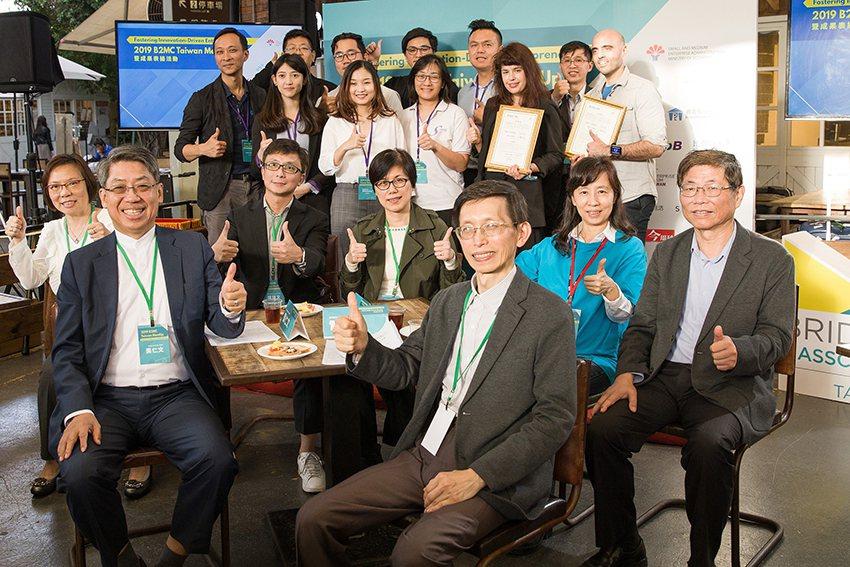 由資育公司董事長龔仁文與生技中心執行長吳忠勳共同宣布「B2MC Taiwan 2...