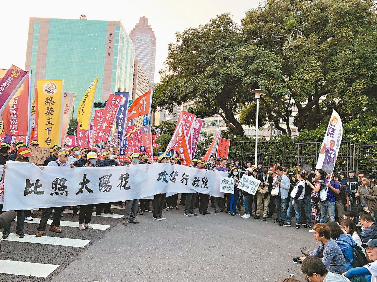 中華民國退休警察協會不滿台北地院針對「太陽花學運」遭警驅離聲請國賠案判決,12日...