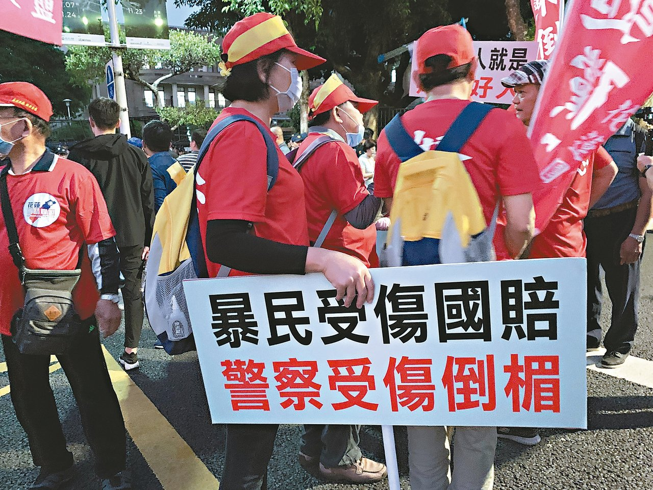 不滿台北地院針對「太陽花學運」遭警驅離聲請國賠案判決,中華民國退休警察協會12日...