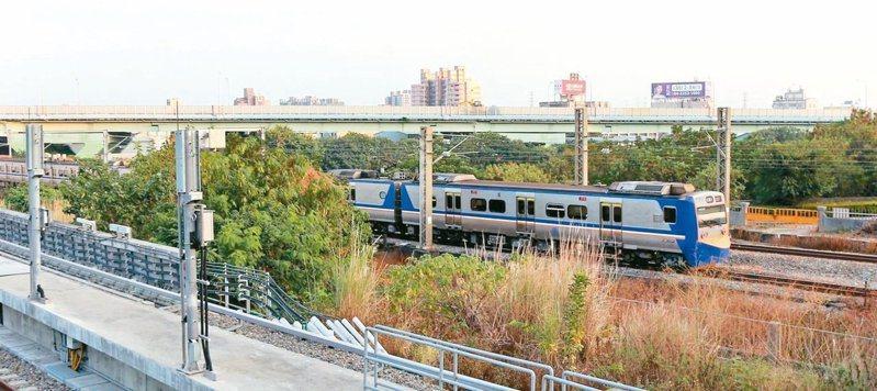 交通部檢討修正「鐵路平交道與環境改善建設及周邊土地開發計畫審查作業要點」,取消自償率審查門檻,引發外界批評。 圖/聯合報系資料照片