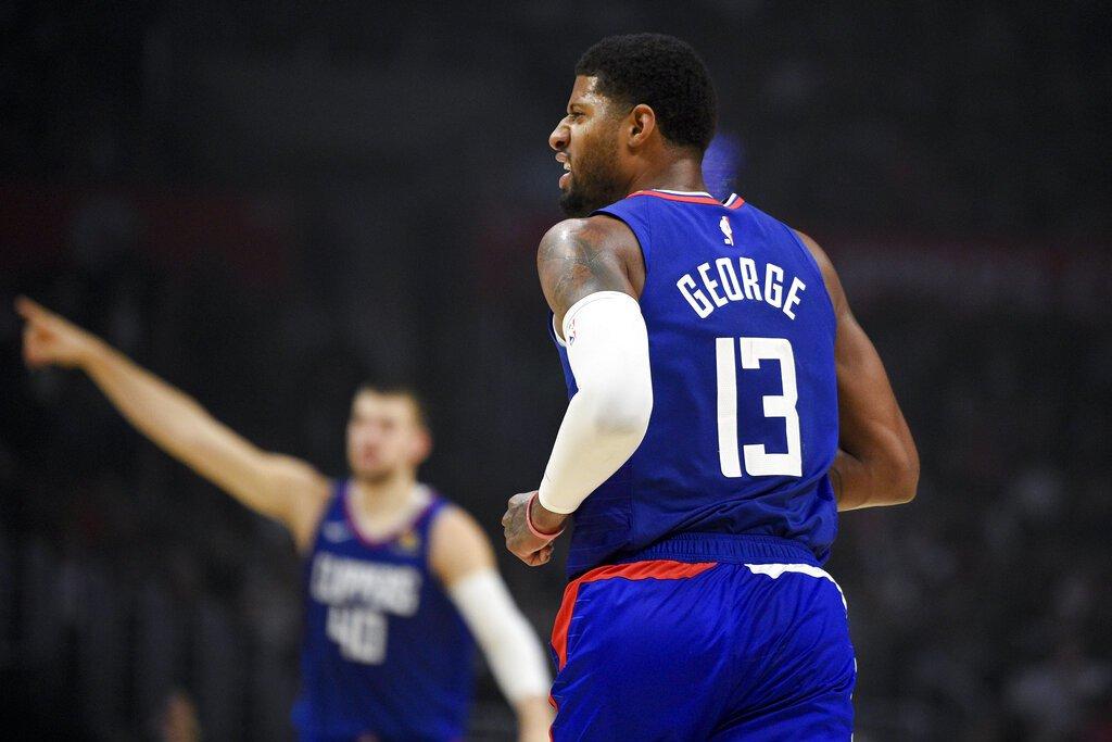 喬治只上場20分鐘就轟37分,他光首節就有15分進帳。 美聯社