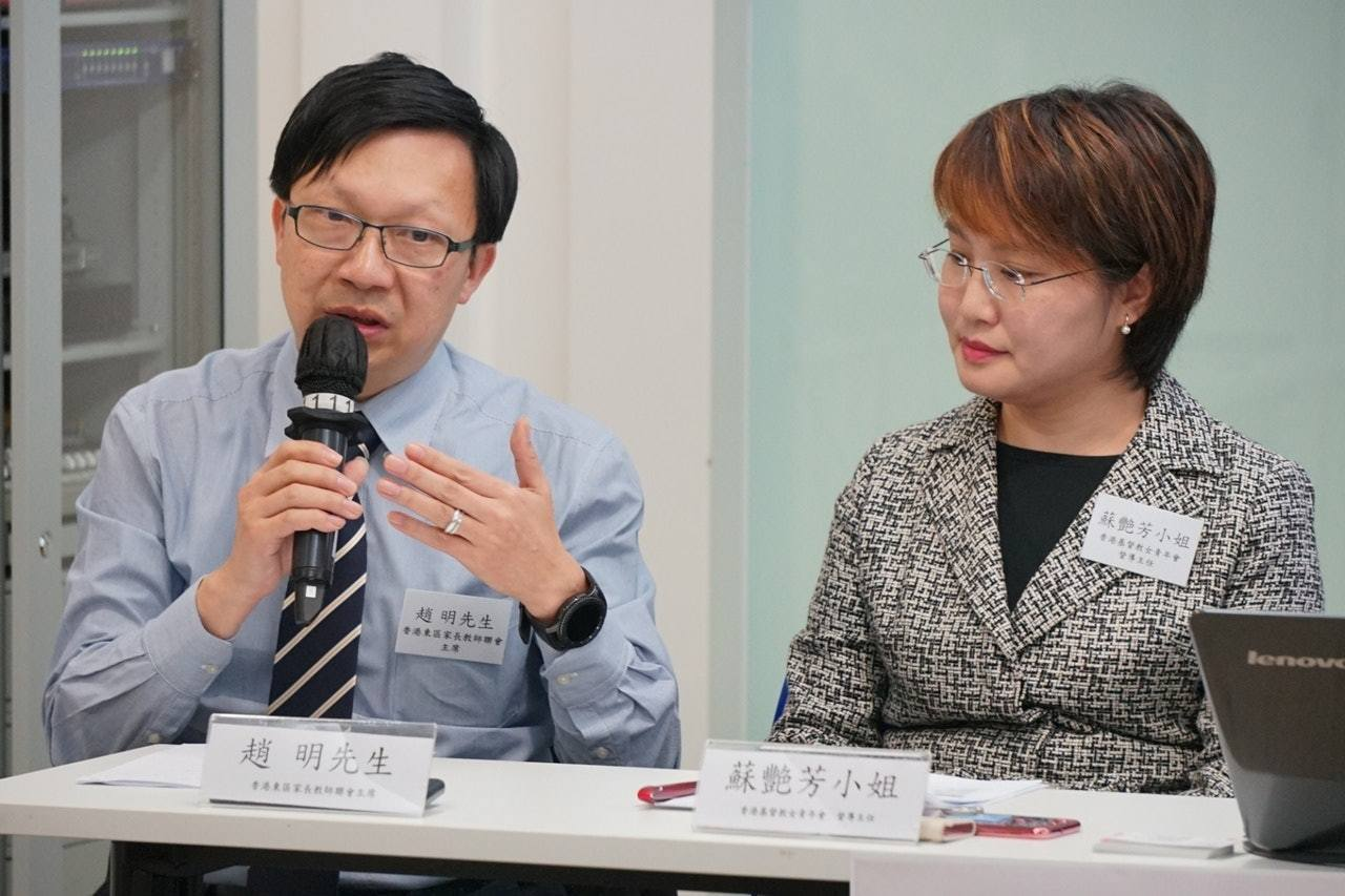 香港東區家長教師會聯會副主席趙明(左)認為,家長應向子女解釋現時社會問題、危險性...