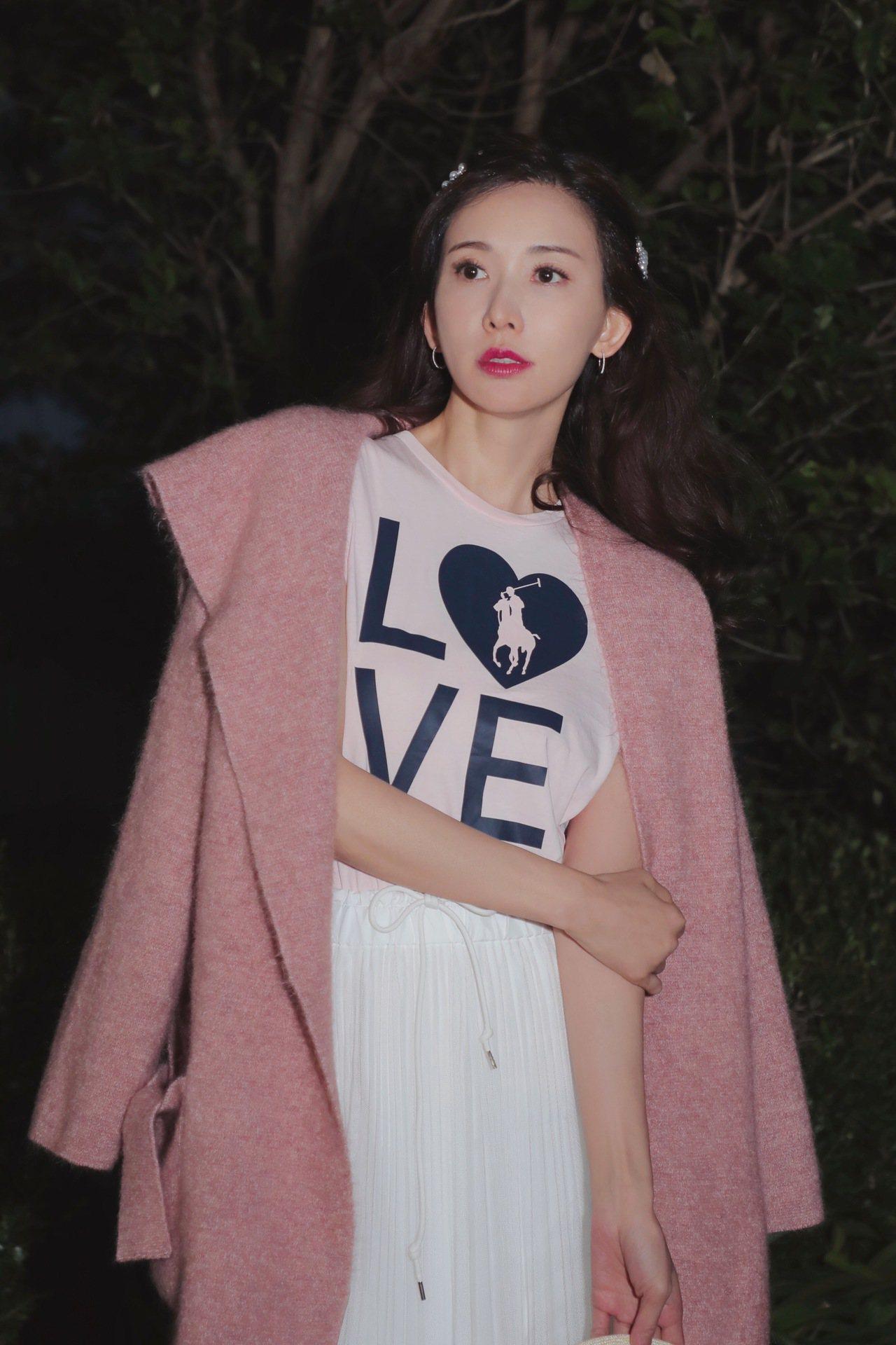 林志玲今年也曾以品牌摯友的身份,為RALPH LAUREN的公益T恤拍攝時尚大片...