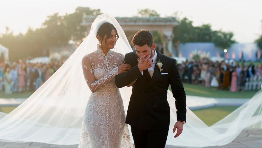 去年12月結婚時,Nick Jonas嬌妻Priyanka Chopra(左)也...