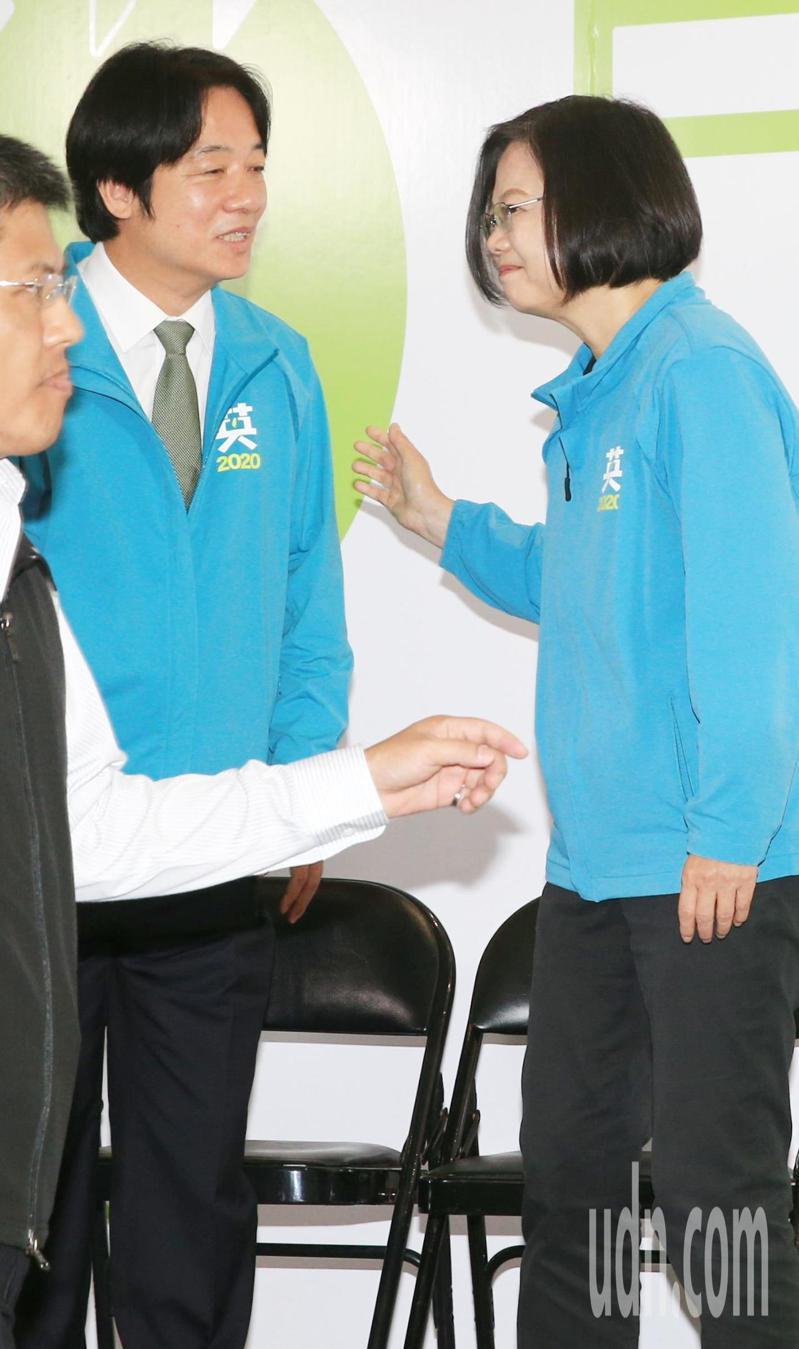 民進黨總統參選人蔡英文(右)上午宣布副手由行政院前院長賴清德(左)出任。記者陳正興/攝影