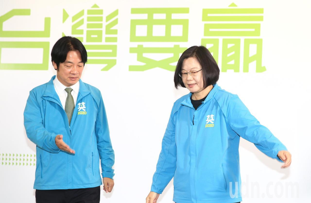 民進黨總統參選人蔡英文(右)上午宣布副手由行政院前院長賴清德(左)出任。記者陳正...