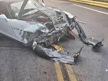 影/北宜又撞一台S2000跑車 疑過彎不慎打滑釀禍