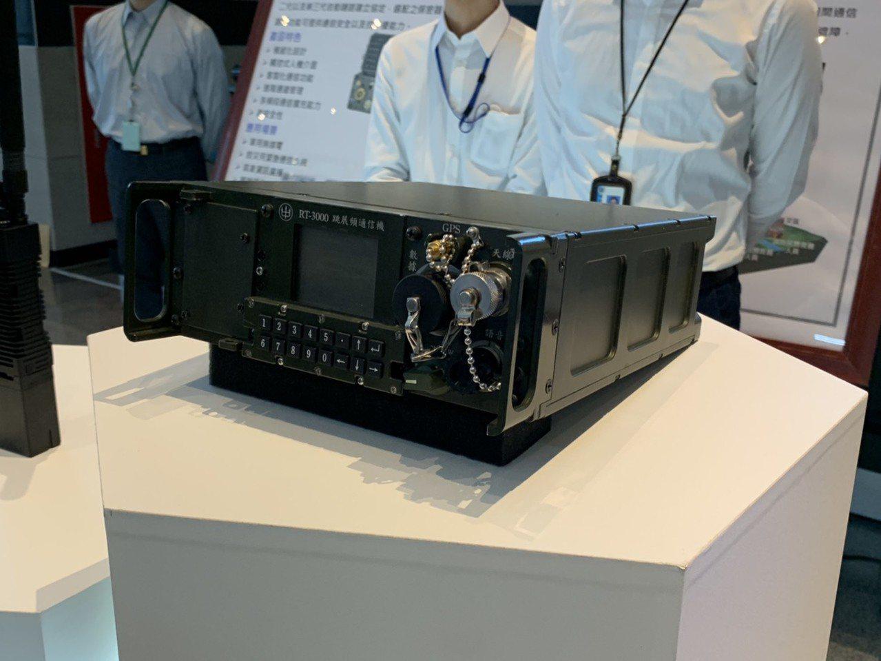 RT-3000通信機是中科院資通所自製新一代通信機種,具寬頻通信、保密安全及戰術...