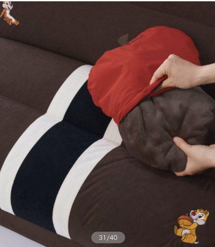 可愛的小枕頭,搭配著沙發,簡直進入了迪士尼王國。圖/摘自bellemaison...