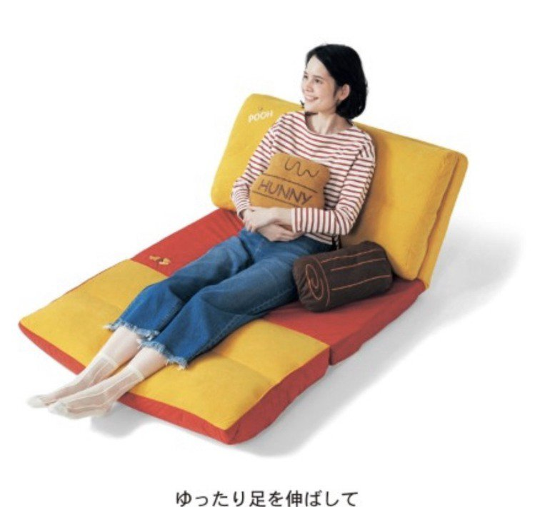 沙發可多段式展開,可展開至全躺的角度,來個午覺,一起進入迪士尼夢鄉。圖/摘自b...