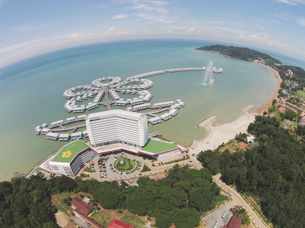 馬來西亞最頂級的大紅花海上VILLA渡假村。(照片提供:雄獅旅遊)