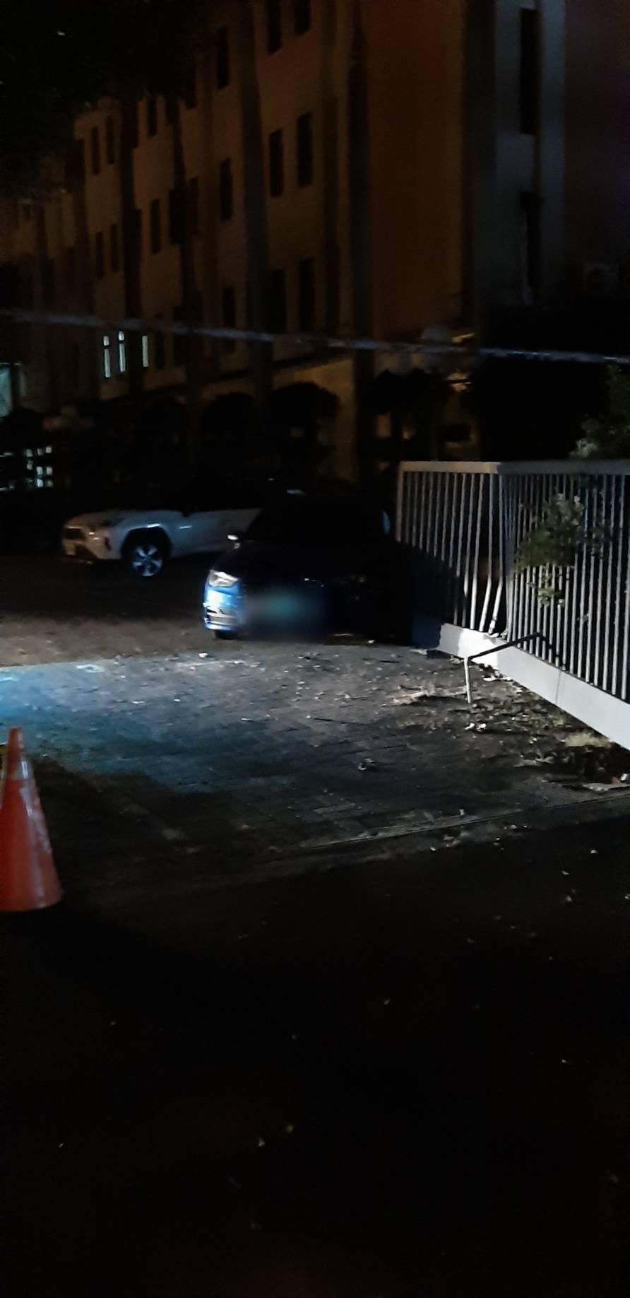 台中市張姓男子今天凌晨3時許酒駕,行經西屯區大隆路時,衝撞市警局位於大隆路側的鐵...