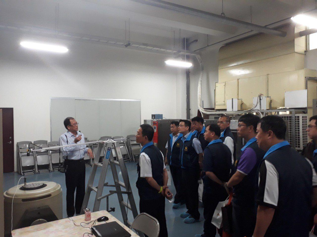 台中市清水警分局員警參觀科技公司,了解科技技能,幫助警方研思未來科技幫助辦案方向...