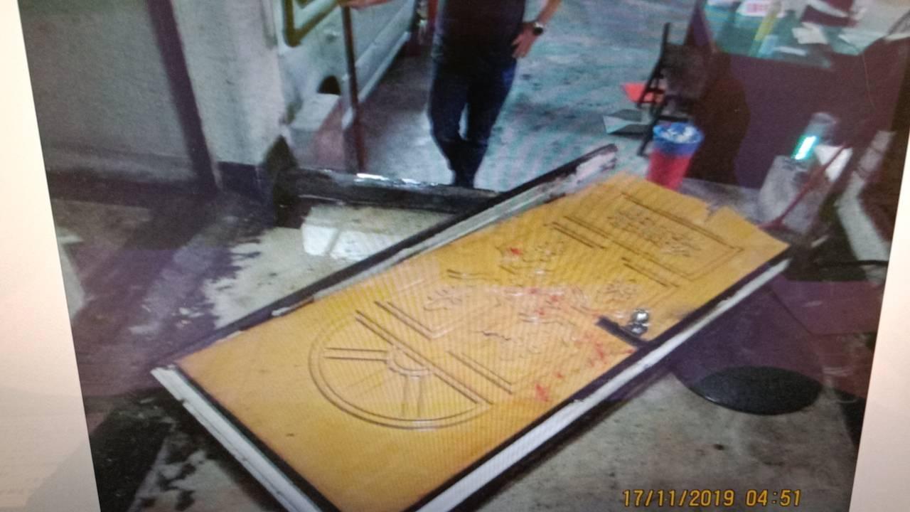 高雄葉姓男子今凌晨4點時,在高雄前鎮區某國宅持刀砍人,造成民眾與派出所員警遭劃傷...