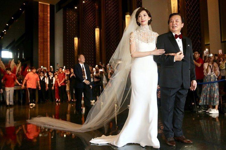 林志玲身穿絕美婚紗,現身結婚儀式現場。記者林伯東/攝影