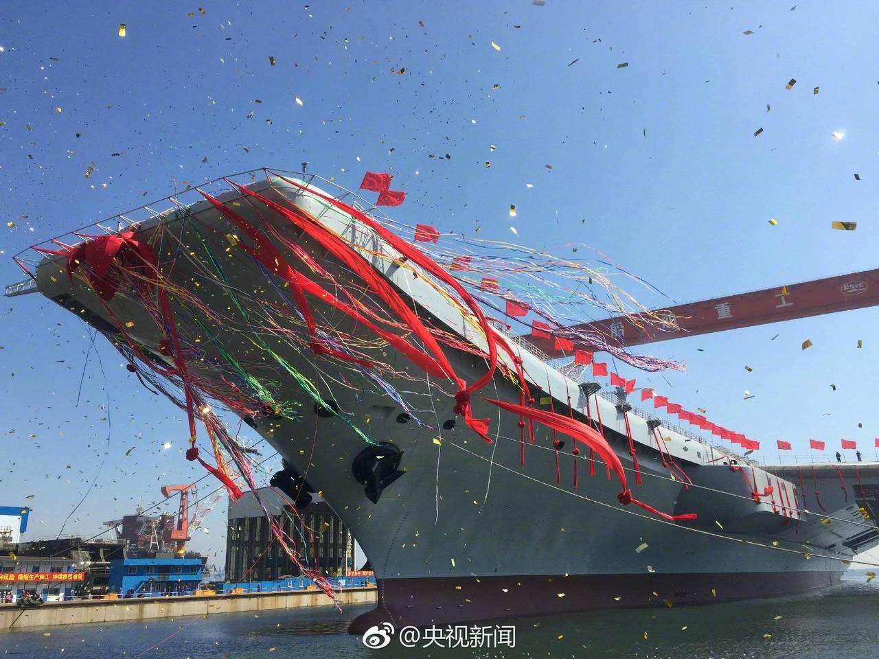 2017年,中共自製航艦在大連下水。圖/引自央視微博