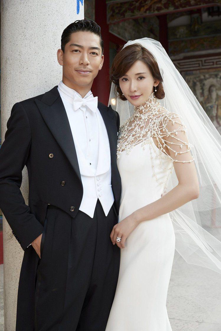 林志玲(右)與AKIRA(左)的世紀大婚登場,眾所矚目的婚戒,則由AKIRA操刀...