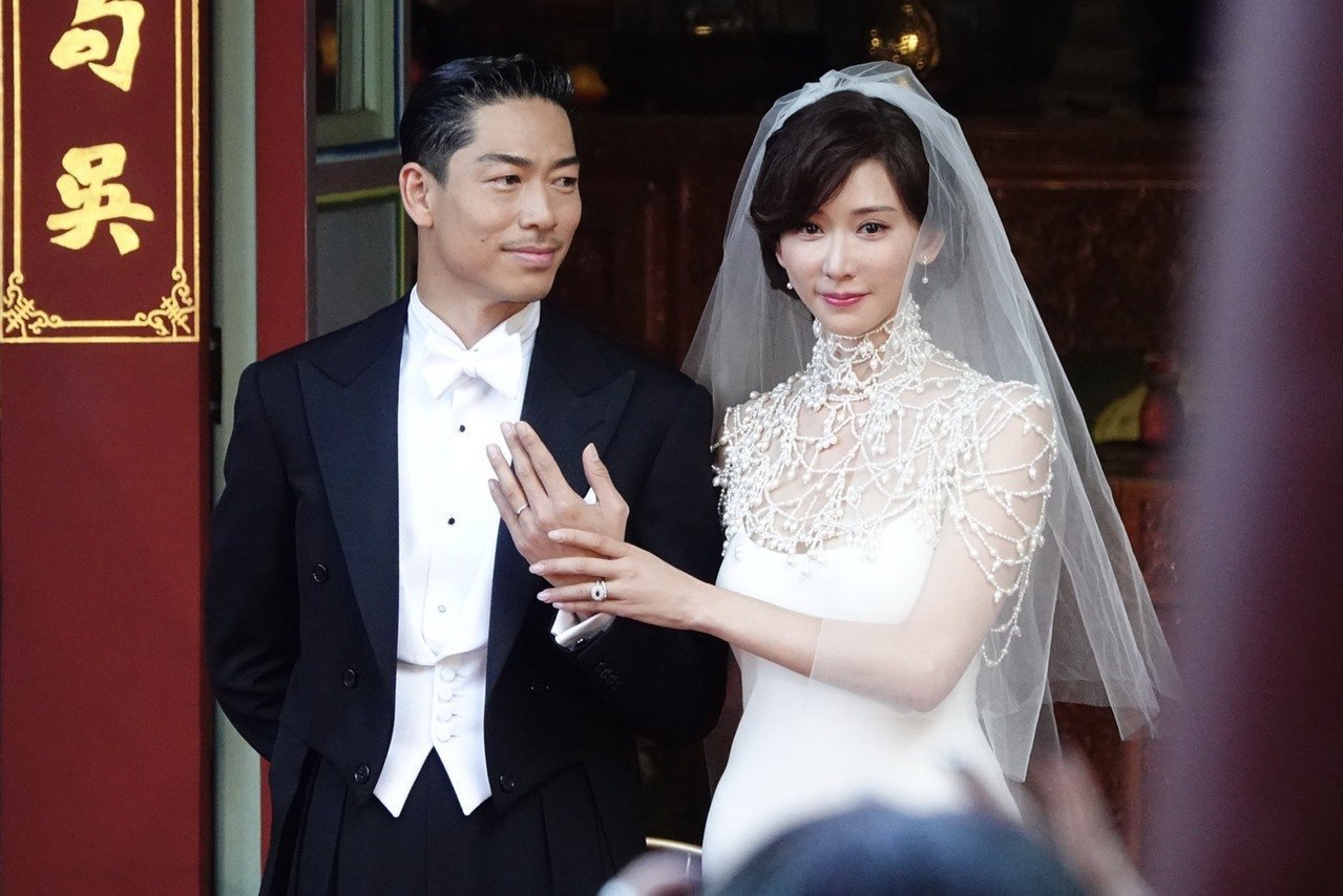 林志玲(右)婚禮儀式上,走盤髮的王妃風格。記者林伯東/攝影