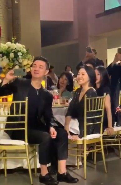 小S與老公許雅鈞在婚宴上鼓譟林志玲與Akira舌吻。圖/讀者提供