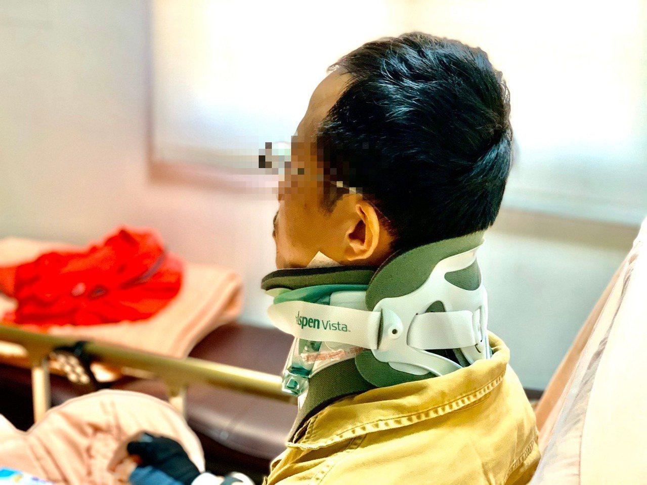 一名愛跑馬的男子騎車摔倒造成頭部重創,竟造成頸椎骨折及椎間盤突出,警覺性高的他轉...