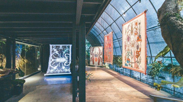 轉型第一檔的成功,是陽明山上的Kustaa Saksi掛毯展。 圖/草字頭提供
