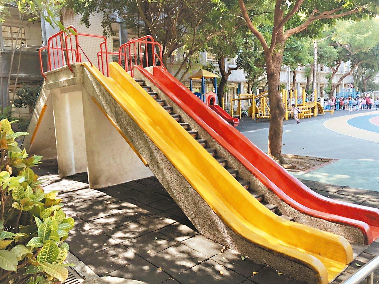 還我特色公園行動聯盟反映,不少學校忙著「拆遊具」,甚至還有學校將「磨石子溜滑梯」...